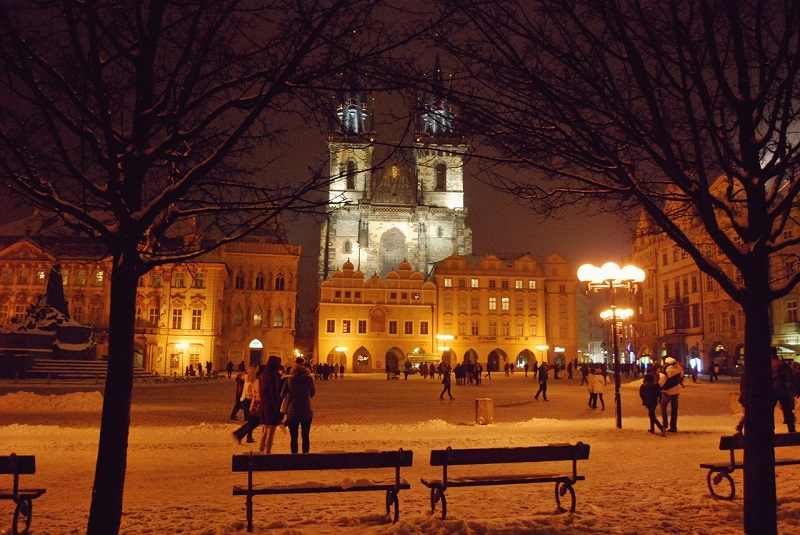 prague-during-night