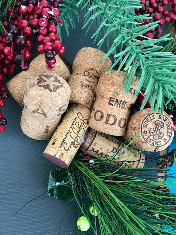 How to make a Wine Cork Wreath for Xmas