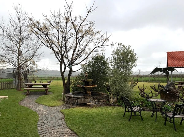 outdoor-sitting-area-at-tscharkes-in-the-barossa-valley