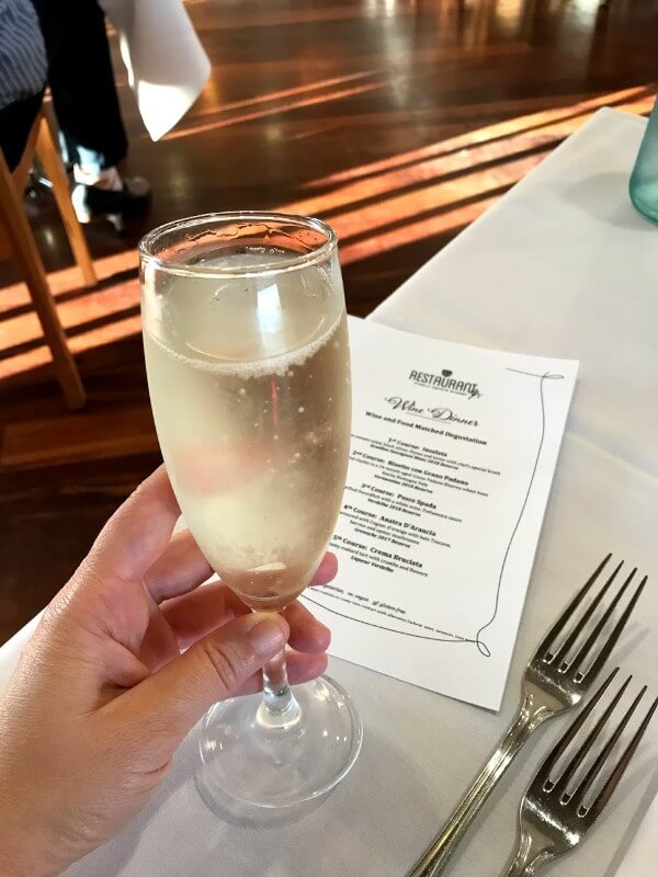 glass-of-sparkling-wine-eve-at-pinelli-estate-winery-restaurant