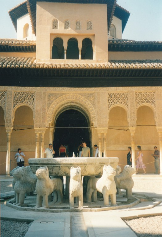 Alhambra Leones
