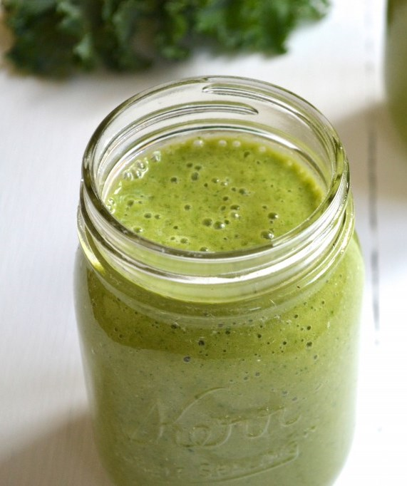 kale and mango green smoothie