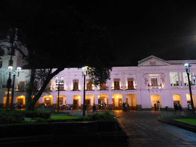 plaza-grande-palacio-carodelet