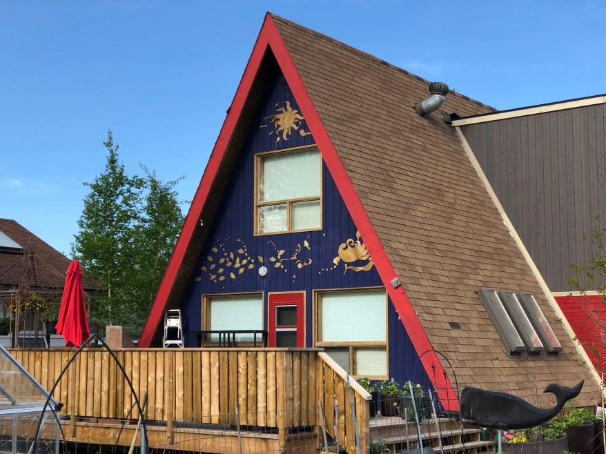 travelling Foody - Yellowknife Old Town A-frame