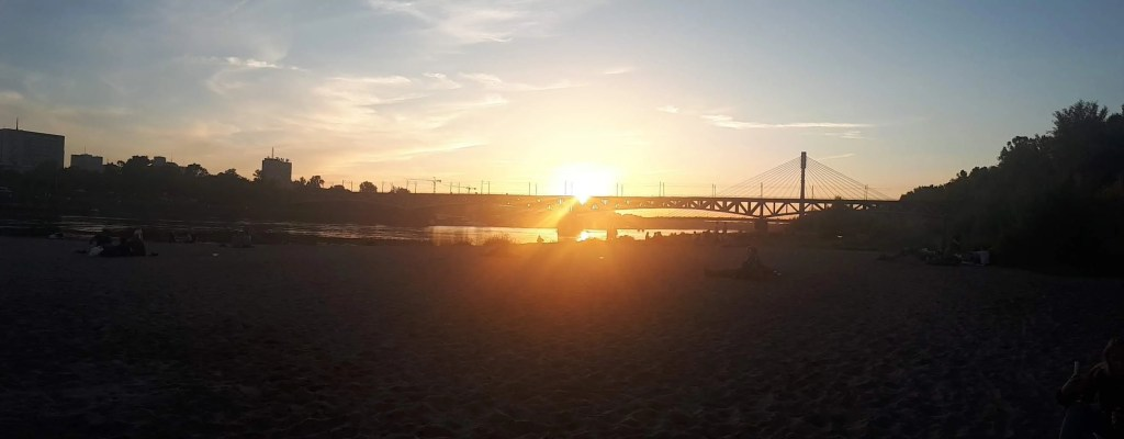 poniatowski-bridge-vistula-river-beach-warsaw