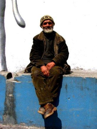 Man sitting at wall Darjeeling