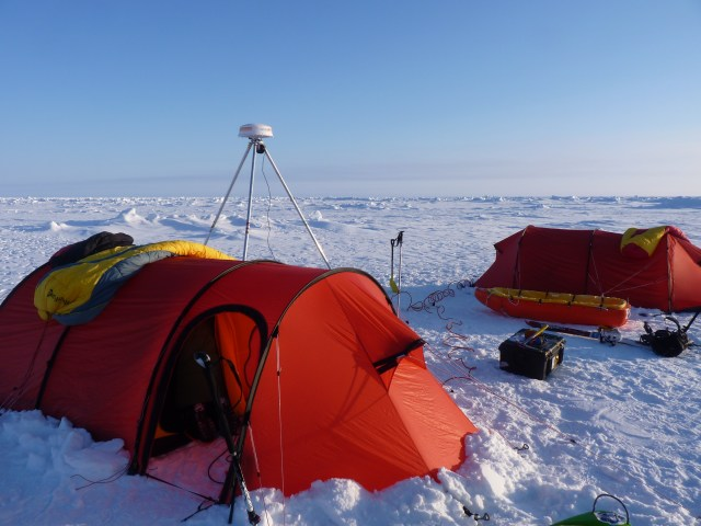 photo of two red tents over the pack ice, few kilometres from the North Pole