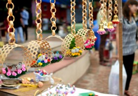 A Traditional Shopping Weekend in Delhi: Bazaars caught in a Time Warp