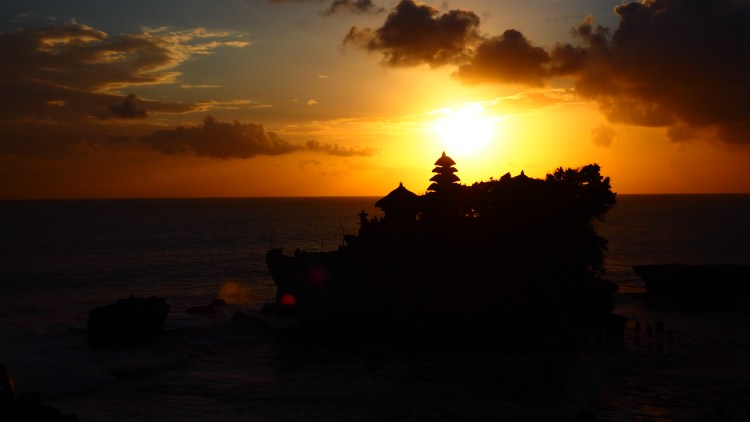 Spectacular Sunsets At Tanah Lot Travelling The World Solo