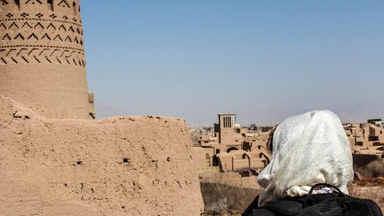 iran-travel-blog-maybod-desert-city-backpacking-yazd