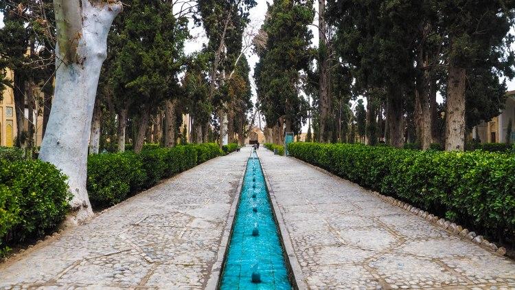 kashan-travel-blog-iran-solo-backpacking-eram-gardens