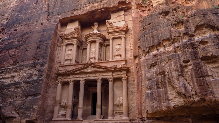 Visiting the Treasury at Petra solo (and having it all to yourself)