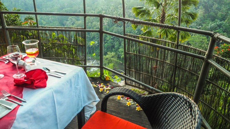 bali-ubud-travel-blog-jungle-retreat-kupu-kupu-barong-luxury-backpacking-solo-birdsnest-birds-nest-dining