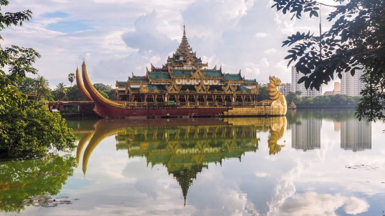 yangon-travel-blog-backpacking-budget-solo-travel-travelling-myanmar-burma