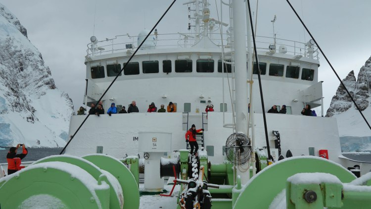 lemaire-channel-antarctica-travel-blog-solo-oceanwide-expeditions