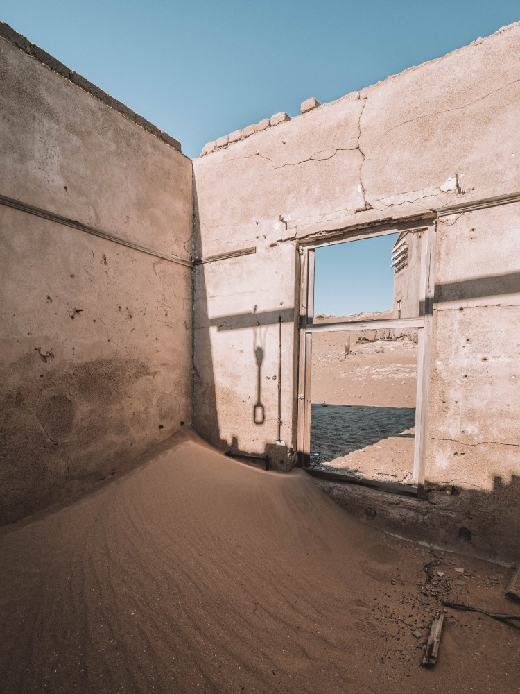 kolmanskop-luderitz-travel-blog-namibia-road-trip-self-drive-backpacking-travelling-the-world-solo