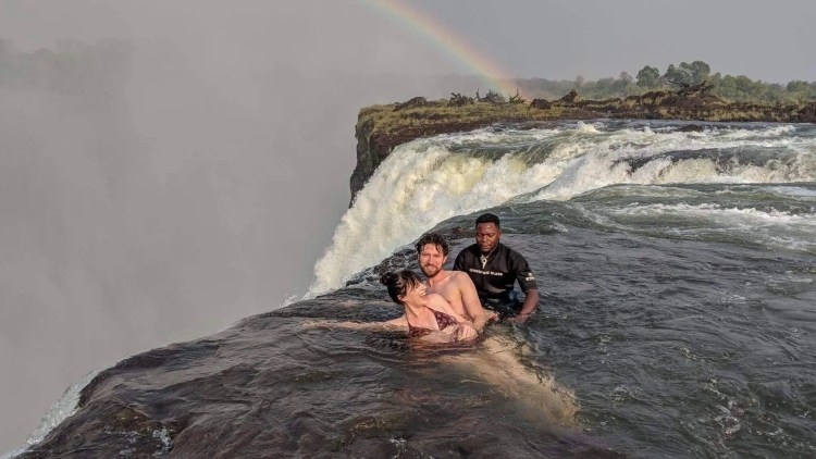 devils-pool-travel-blog-victoria-falls-livingstone-island-travelling-the-world-solo