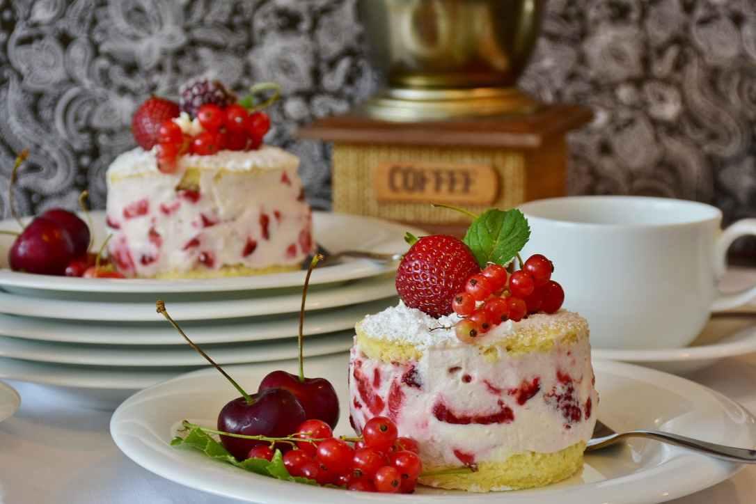 berries blur cake cherries