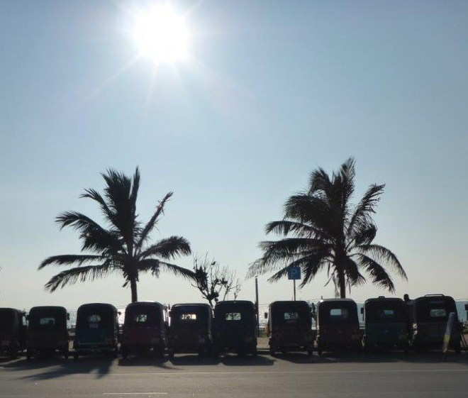 Tuktuk lineup by Galle Face Green in Colombo