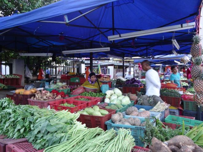 Farmers market in Jalan Raja Alang, KL, Malaysia. Food tour in Kuala Lumpur, Malaysia