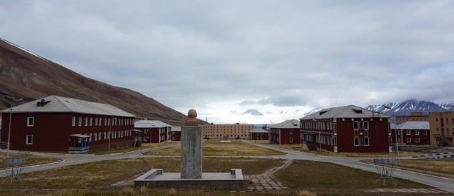 Lenin looking out over Pyramiden and Nordenskiöldbreen. Pyramiden. Svalbard. Spitsbergen. Norway