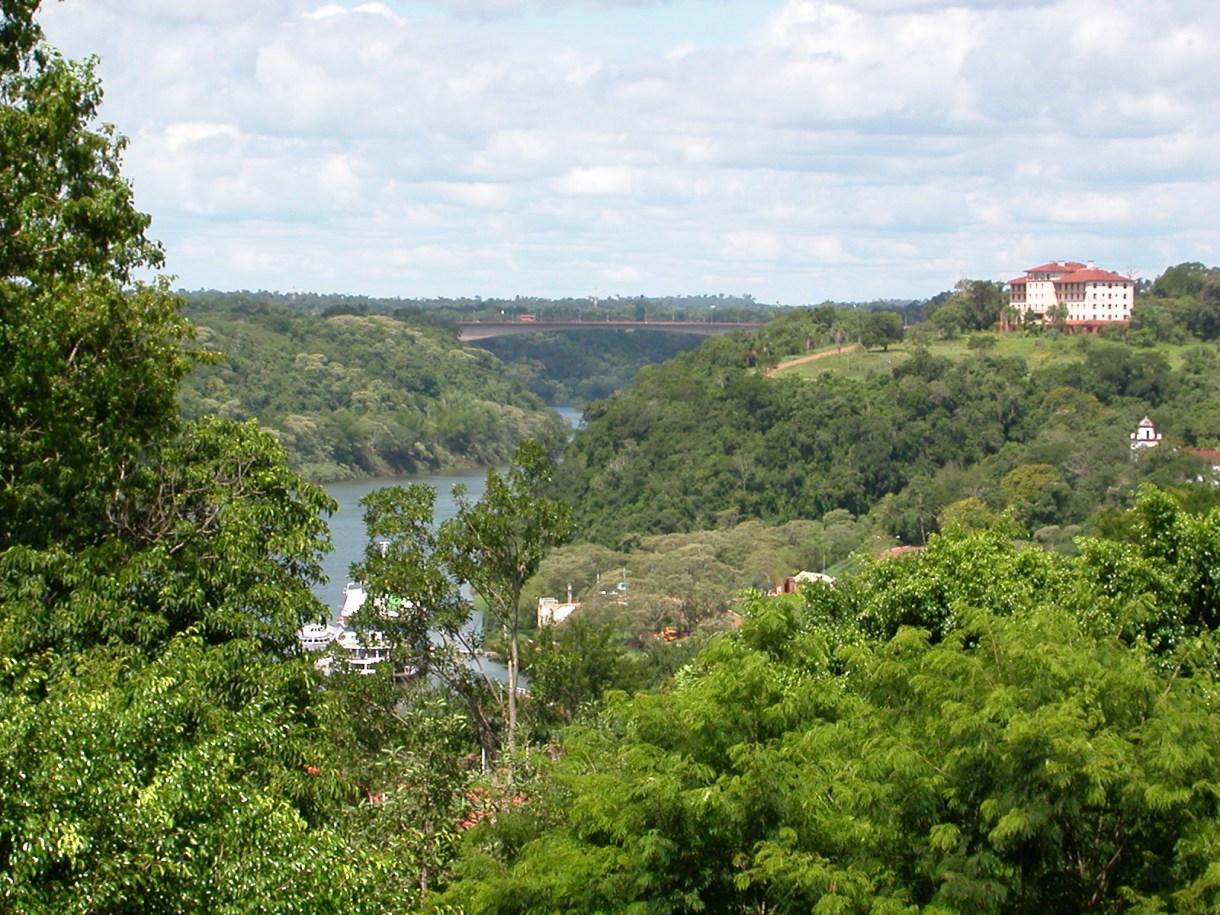 Argentina (548) Iguazu R, Esturion H
