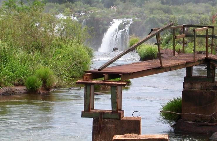 Argentina (584) Iguazu Catwald Destroyed by Flood 1992 Closer