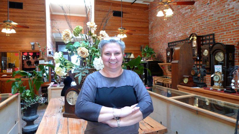 P1110757 Marilyn, Clock Shop, Breux Bridges