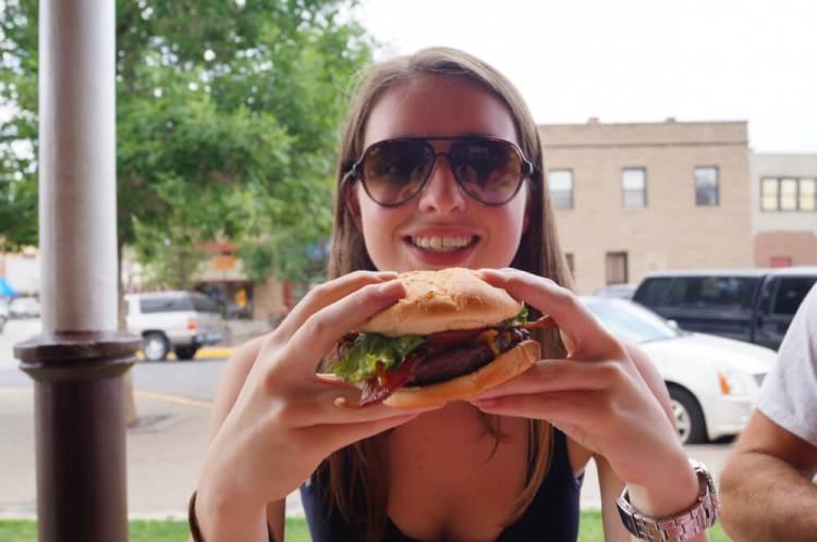 Hamburgers eten bij Buffalo Bill's