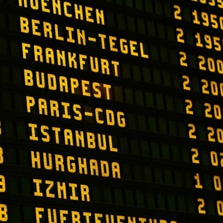 https://pixabay.com/nl/photos/luchthaven-boord-vliegend-scorebord-1890943/