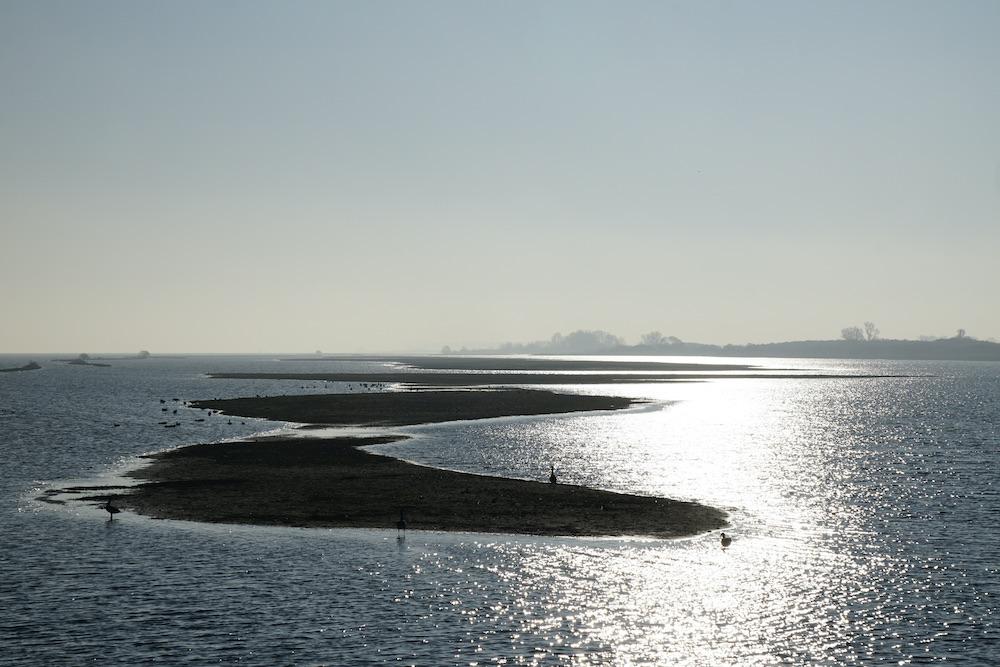 Uitzicht vogelobservatorium Tij over Haringvliet