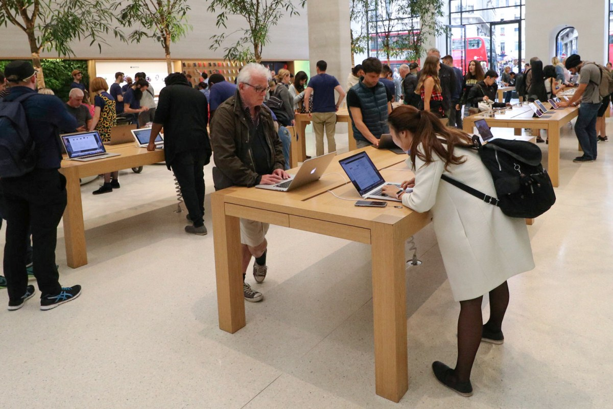 Observing Consumer Behavior in the Apple Store