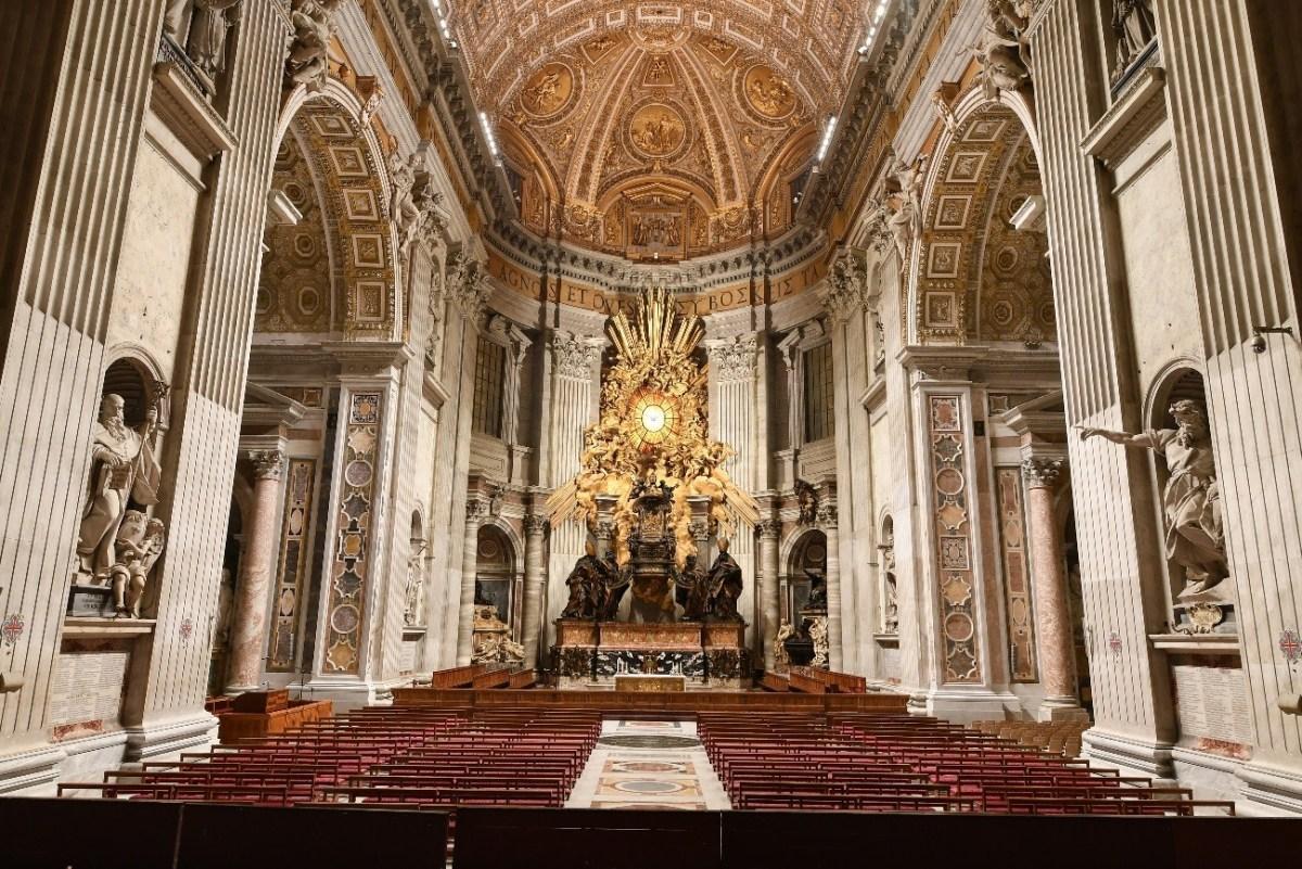 Cathedra Petri in St. Peter's Basilica with new illumination (Source: ARCHIVIO FOTOGRAFICO FABBRICA DI SAN PIETRO)