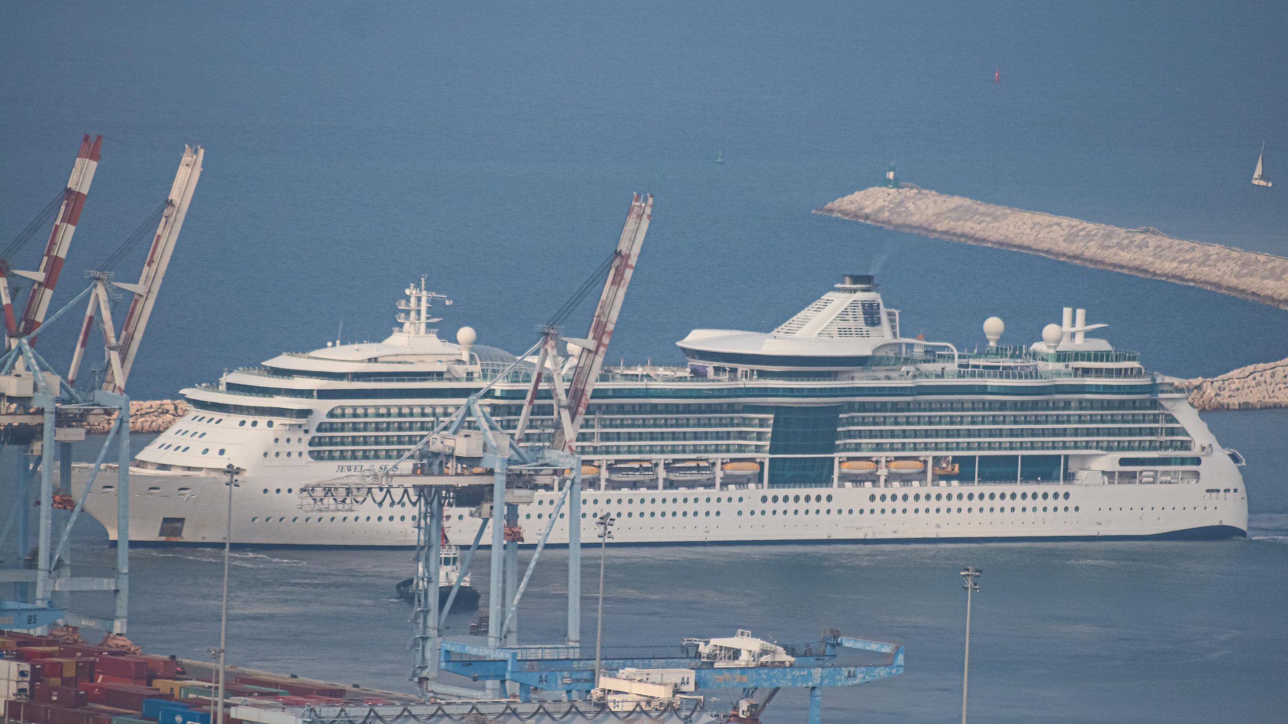 Cruise Ship Jewel of the Seas Enters Haifa Port