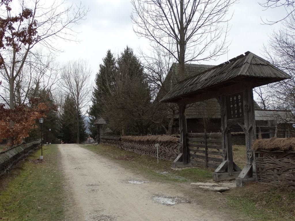 Traditional-Gate-in-Maramures