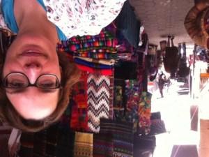 Hauptgegenstand des Marktes sind die wunderschönen Textilien in farbenfrohen Maya-Mustern