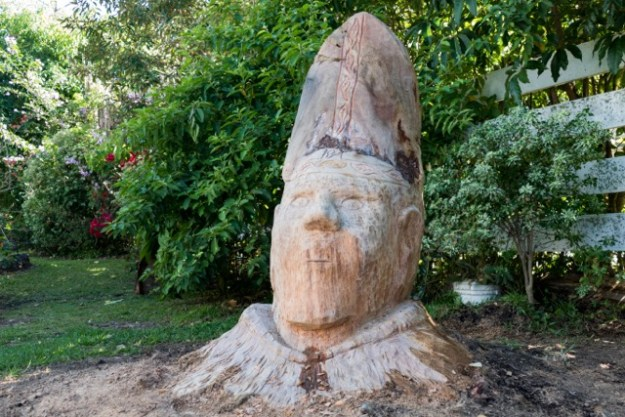 Wood Carving: The Pope in Boquete