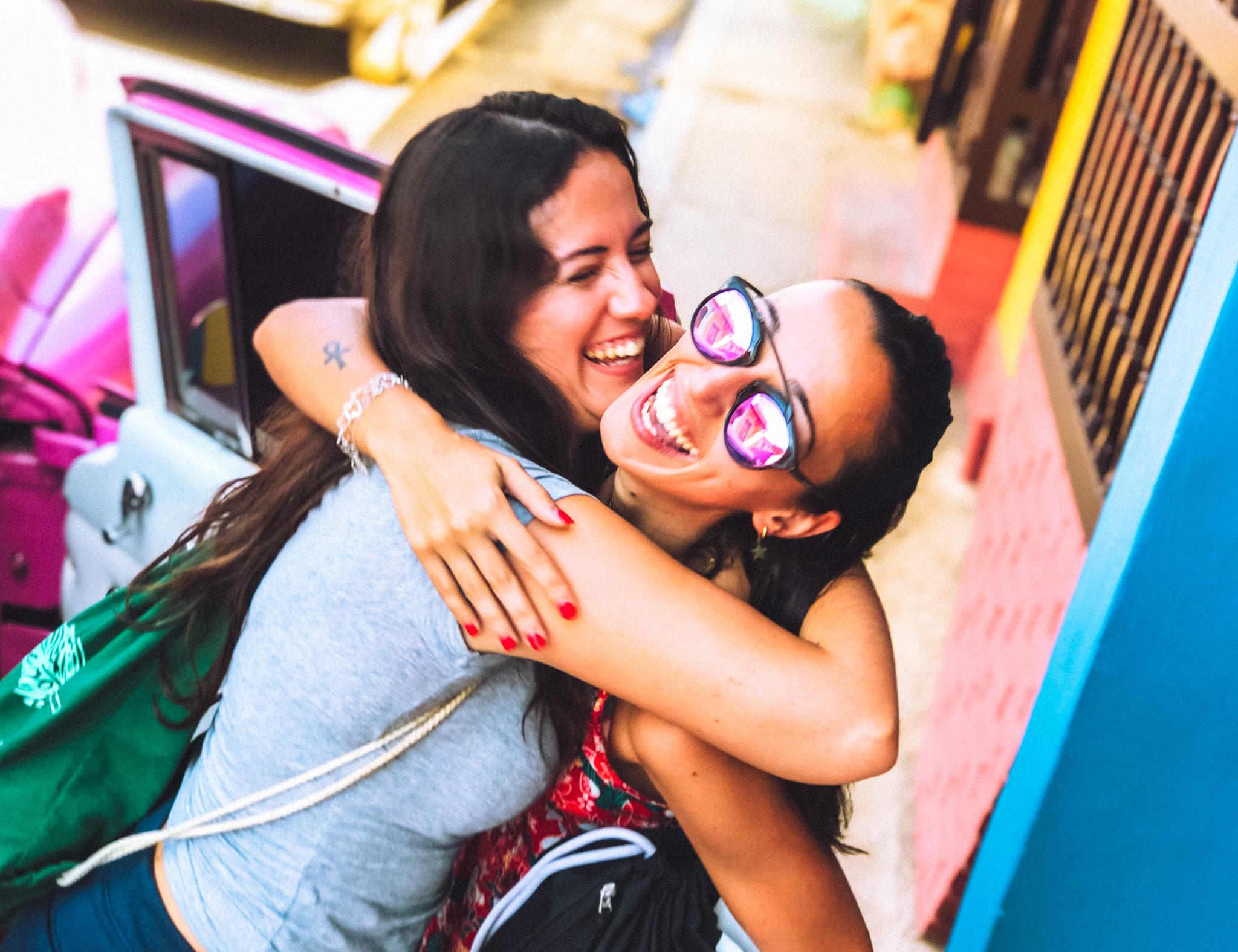 hacer amigos viajes