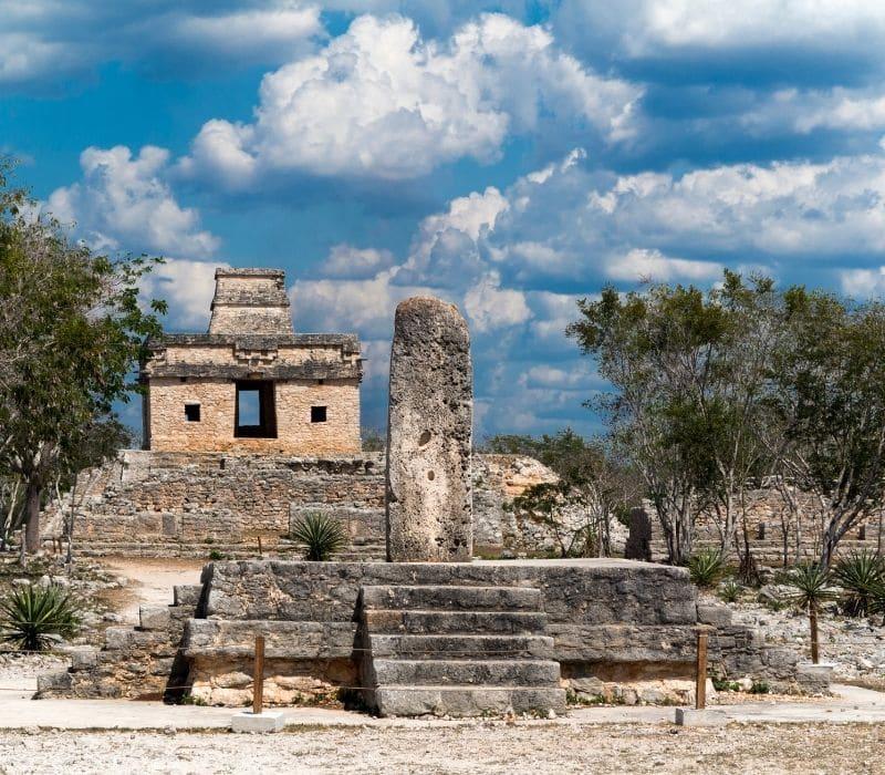 mayan pyramid stone building