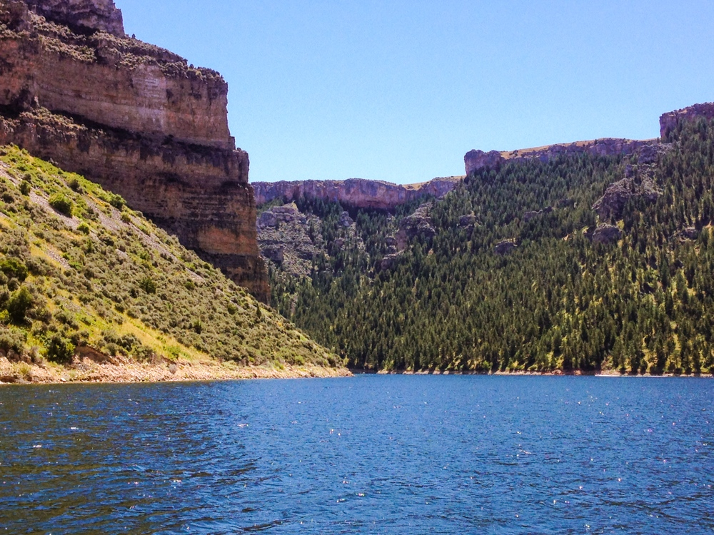 Cliffs and water converge in Bighorn Canyon thanks to the Yellowstone Dam