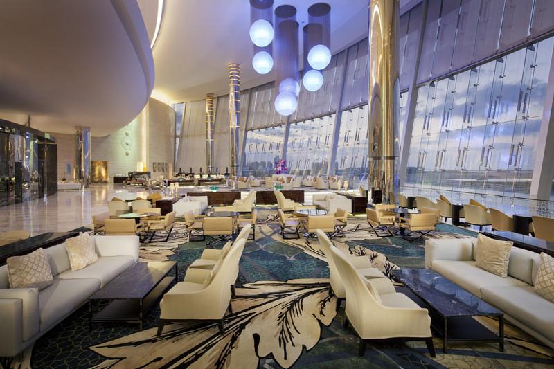 Jumeirah_at_Etihad_Towers_-_Lobby_Interior_2