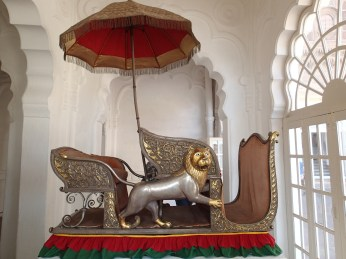 Heavy looking elephant howdah. As if the poor bugger didn't have enough weight with the fat arses of the ruling classes.