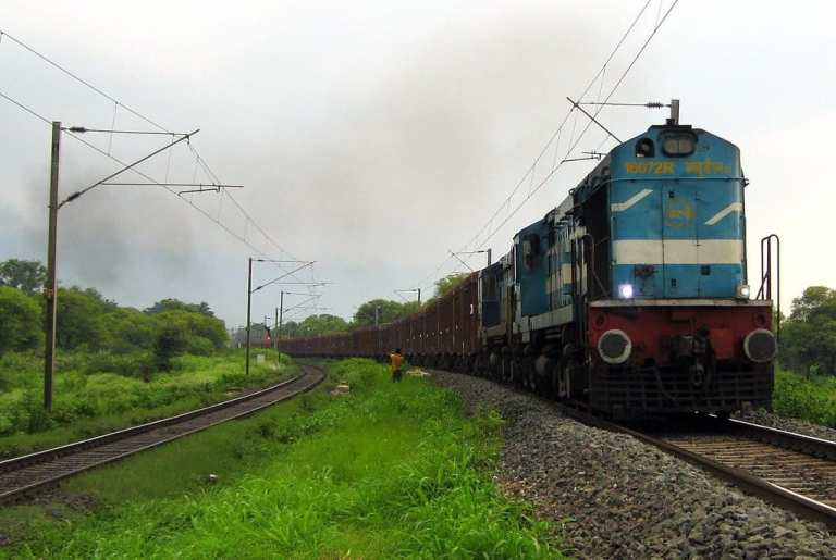 Railways Cancels 31 Pairs of Special Trains