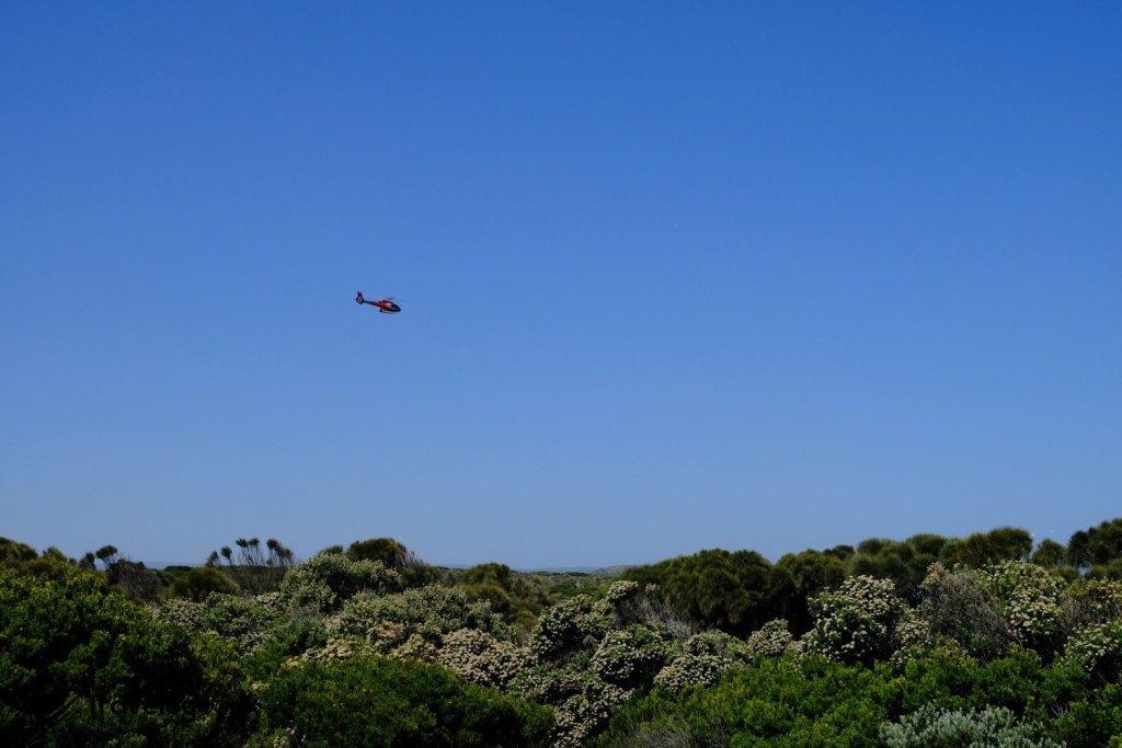 想「航拍」這天然美景,選擇坐直升機。