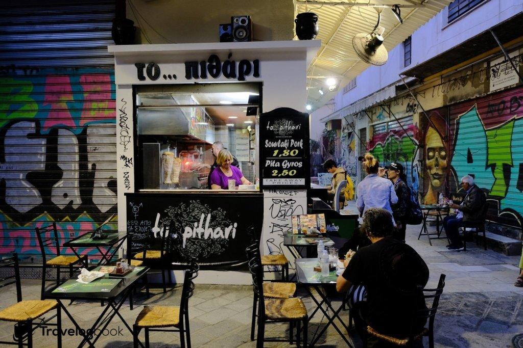 在Athens Flea Market一帶的食店,佷多都售賣Gyros Pita這種快餐捲餅。
