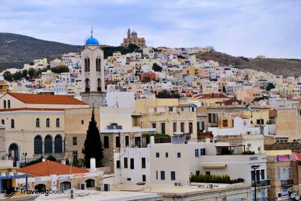 首先停靠的Syros島,很典型的歐洲Feel。