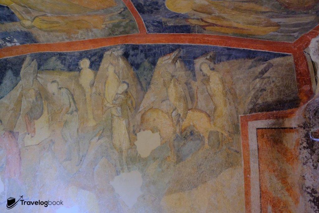 這是一幅連續式的壁畫,描述聖人騎着獅子前往耶路撒冷的故事。