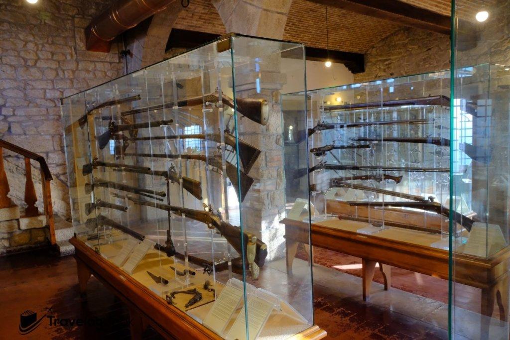 第二塔內是一個古代兵器博物館。