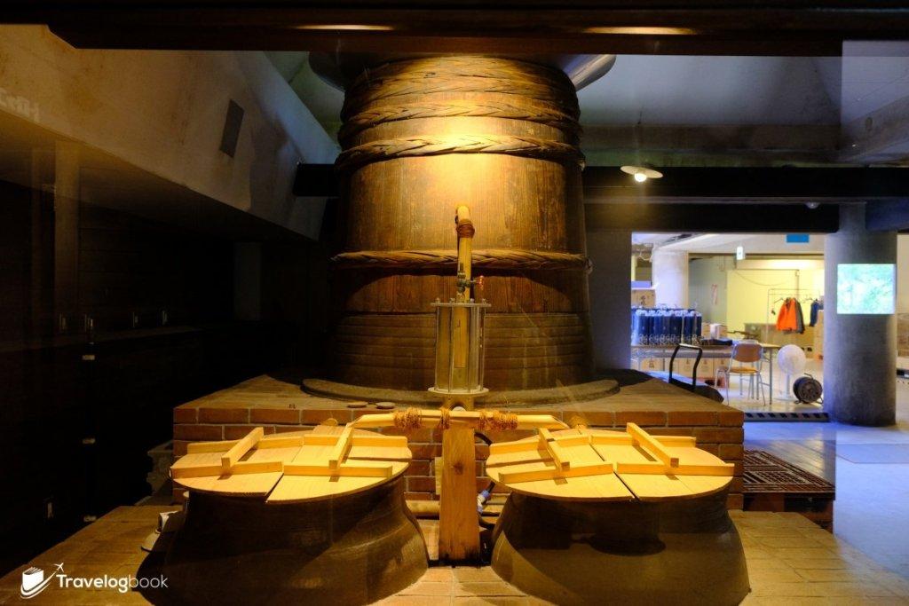 這座便是江戶時代的頭盔式蒸餾器。