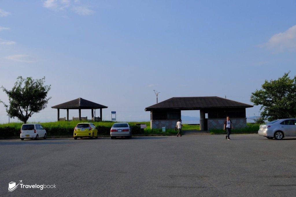 長部田海床路旁的公園入口。